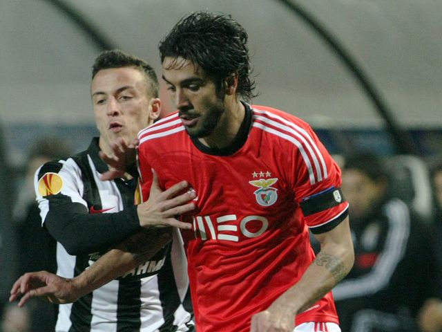 Benfica's Silvio and PAOK's Ergys Kace vie for the ball