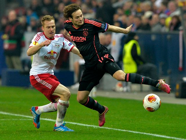 Daley Blind tries to keep the ball in play