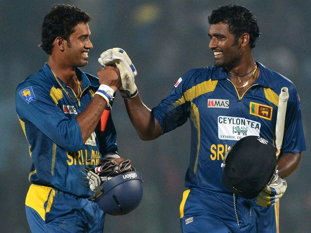 Sachithra Senanayake (l) and Thisara Perera celebrate their success