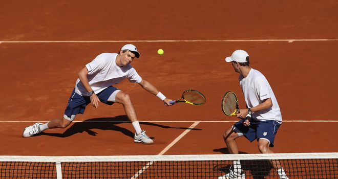 Doubles specialists Bob and Mike Bryan beat Colin Fleming and Dominic Inglot on Saturday