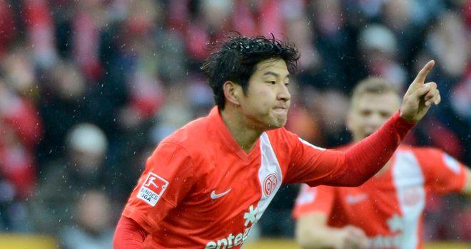 Joo Ho Park celebrates his goal for Mainz