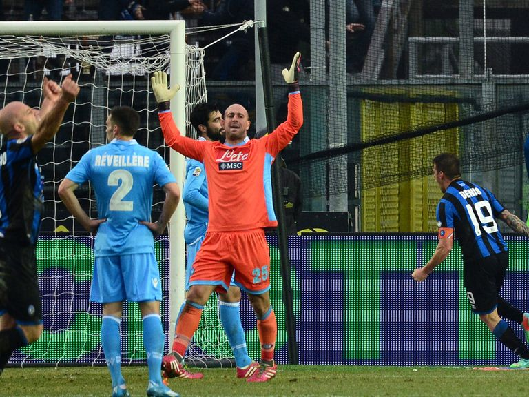 Pepe Reina shows his frustration during Napoli's defeat