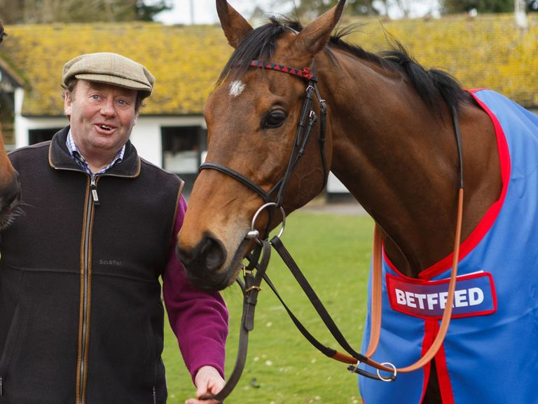 Nicky Henderson parades Bobs Worth at Seven Barrows
