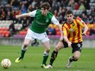 Stanton signs new Hibs deal