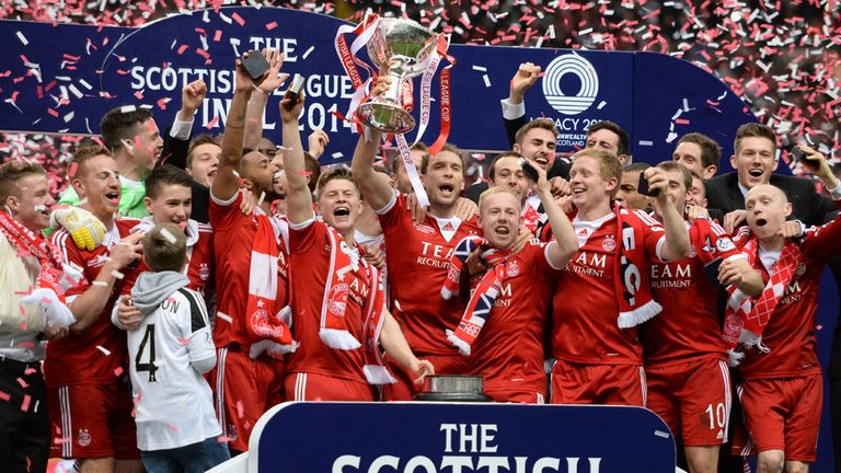 Aberdeen celebrate their League Cup success last season