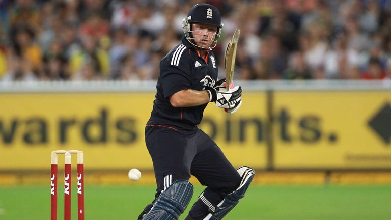 Ian Bell playing T20 for England in Melbourne in January 2011