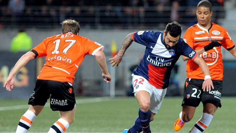 Ezequiel Lavezzi on the charge