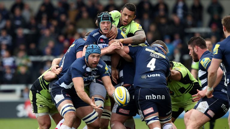 Michael Paterson of Sale Sharks gets a pass away