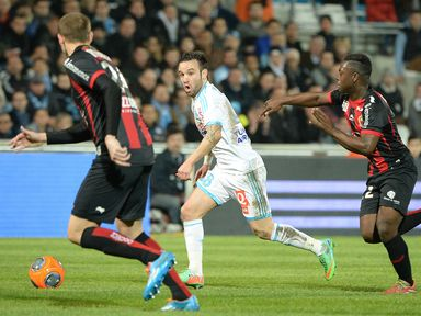 Mathieu Valbuena is pursued by Nampalys Mendy
