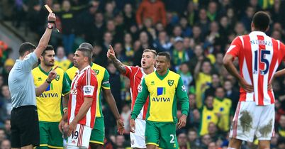 Norwich held by 10-man Stoke