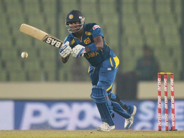 Angelo Mathews' 74 helped Sri Lanka to a narrow victory
