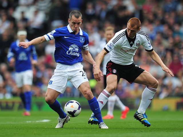 Leon Osman of Everton is closed down by Steve Sidwell
