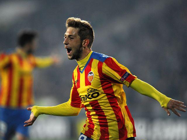 Valencia's midfielder Fede Cartabia celebrates