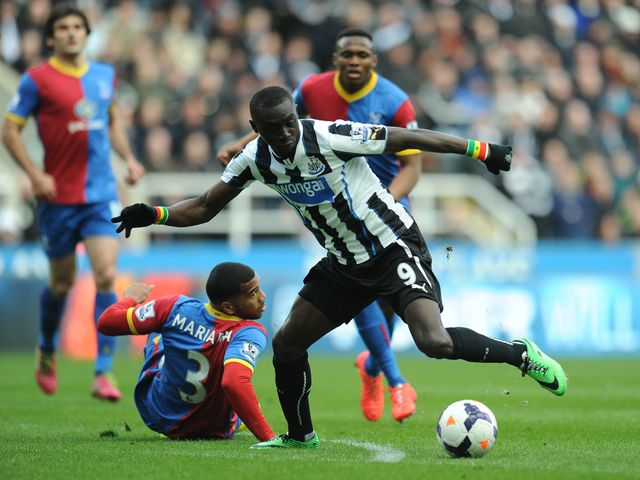 Papiss Cisse gets away from Adrian Mariappa