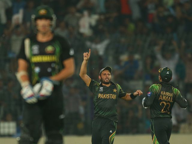 Shahid Afridi celebrates after running out Mitchell Starc