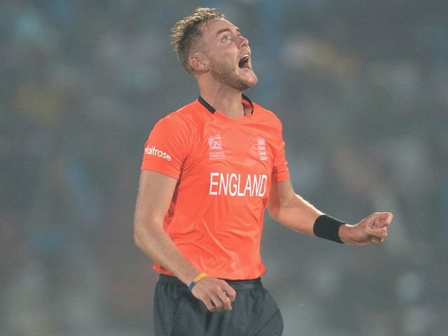 Stuart Broad shows his frustrations v South Africa