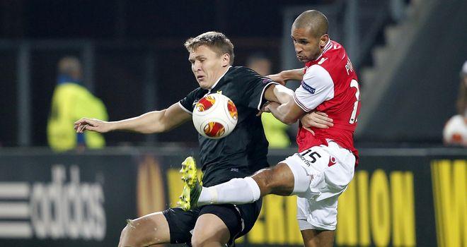 Simon Poulsen (R): Fights for the ball with Aleksandr Bukharov