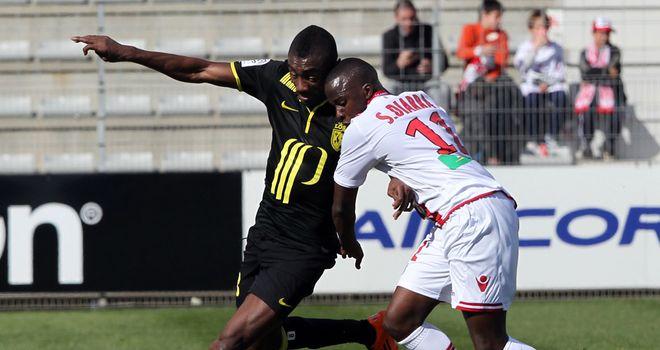 Salomon Kalou vies with Franco Malian