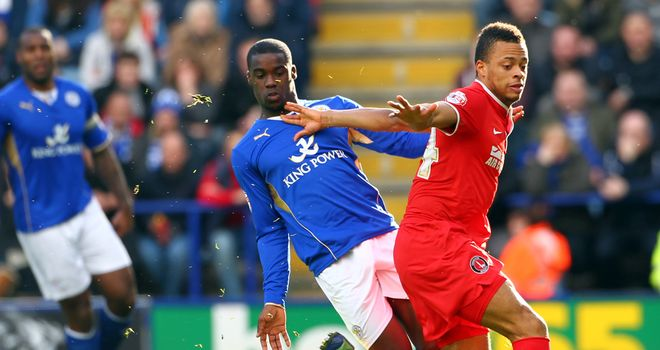 Jordan Cousins: Battles for possession with Jeffrey Schlupp
