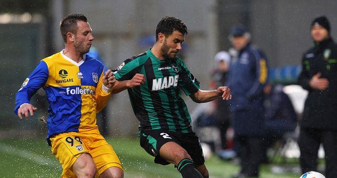 Antonio Cassano keeps track of Raffaele Pucino