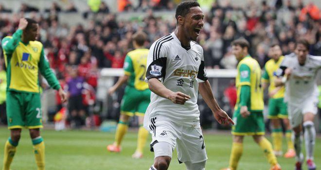 Jonathan de Guzman: Celebrates against Norwich