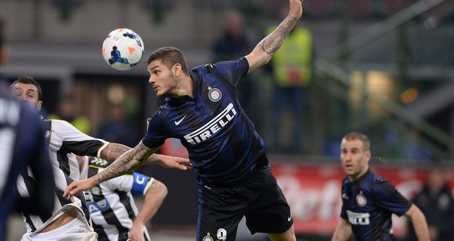 Mauro Icardi of Inter wins a header