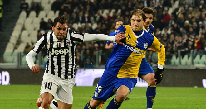 Carlos Tevez fights for the ball with Gabriel Paletta