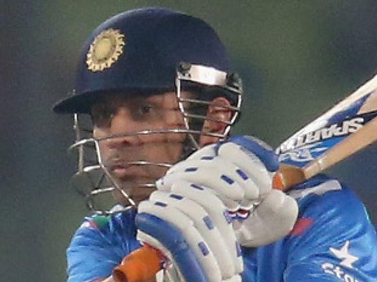 Dhoni and India take on Sri Lanka in the final