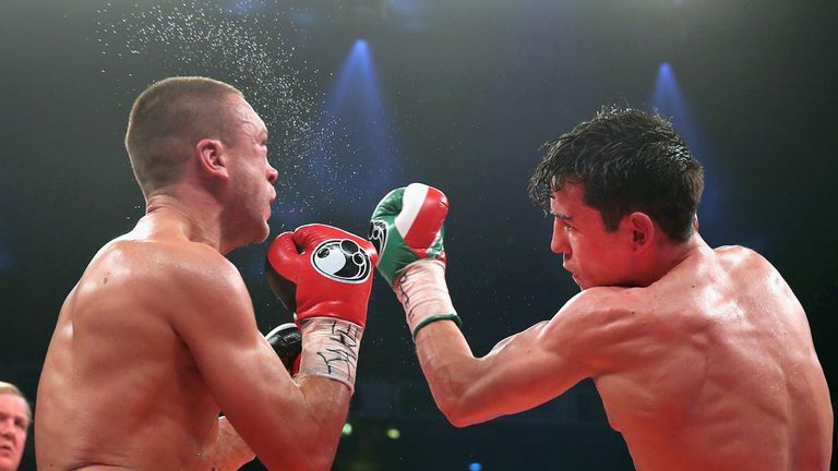 Crolla (right) eventually took charge of a fantastic battle with Murray