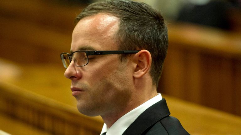 Oscar Pistorius: Tearful second day of testimony