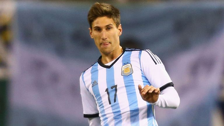 Federico Fernandez: Swansea set to sign Argentina defender