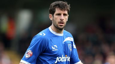 Danny Hollands: Joins Crewe