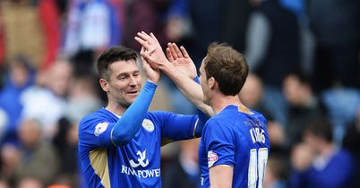 Leicester close in on title