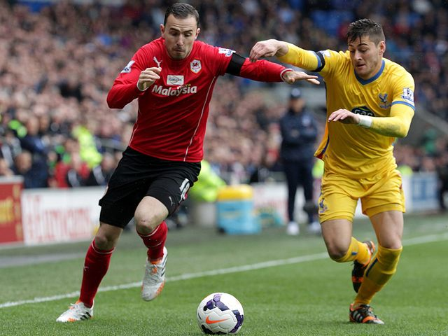 Jordon Mutch races Joel Ward