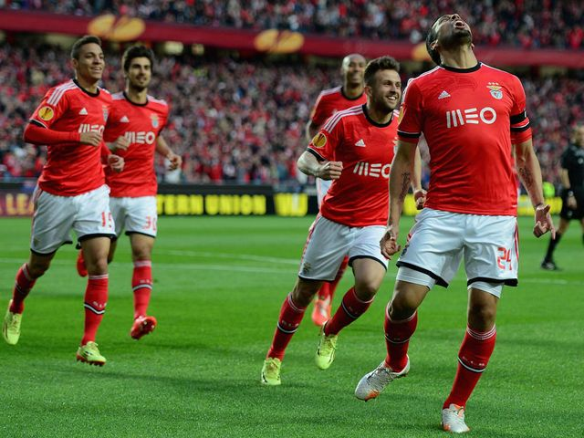 Ezequiel Garay celebrates his opener for Benfica