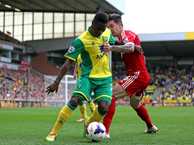 Alex Tettey stays away from Liam Ridgewell