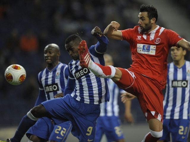 Vicente Iborra jumps for the ball