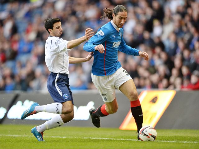 Bilel Mohsni is tracked by Omar Kader