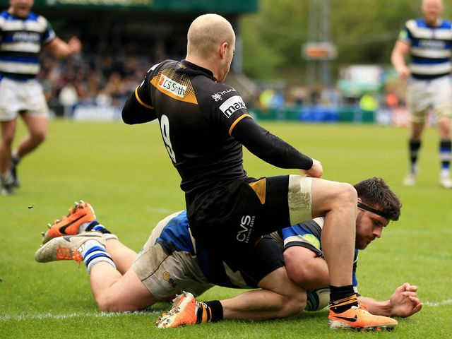 Rob Webber goes in for a Bath try
