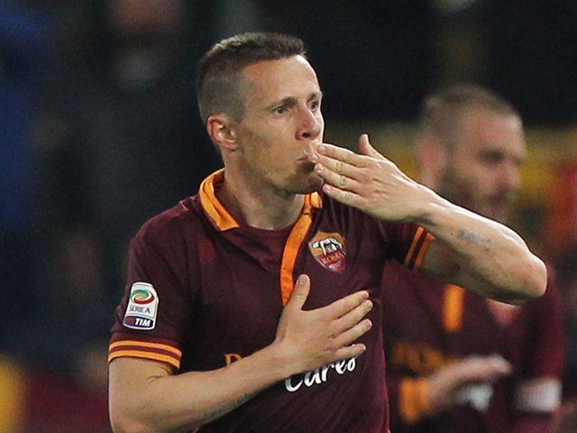 Rodrigo Taddei celebrates scoring for Roma