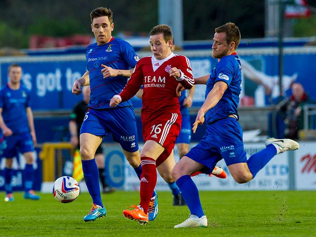 Pawlett causes problems for Tansey and Warren
