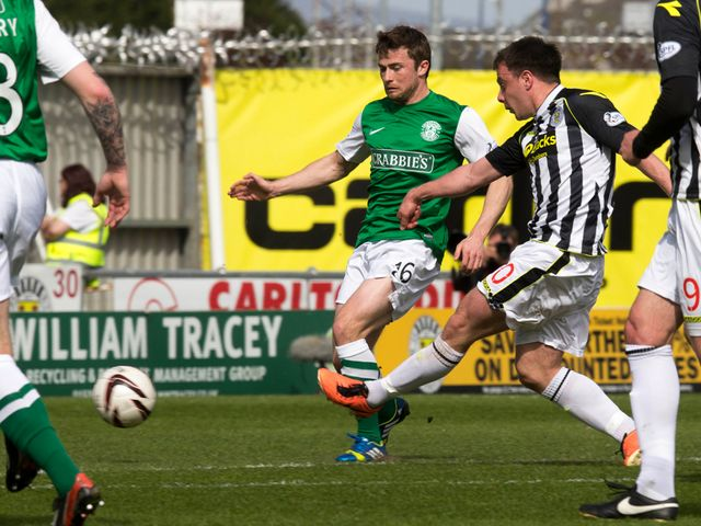 St Mirren's Paul McGowan scores his side's second goal