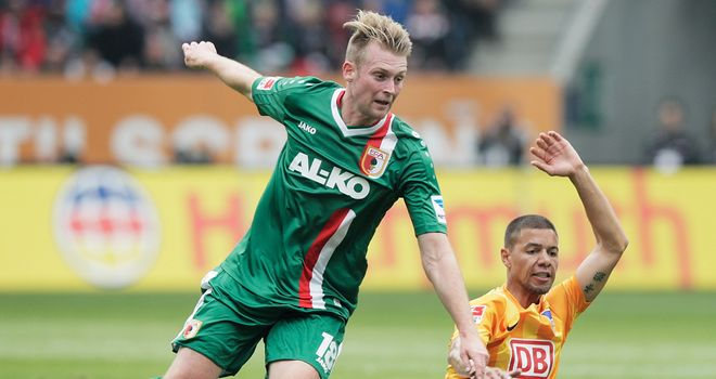 Jan-Ingwer Callsen-Bracker avoids Marcel Ndjeng