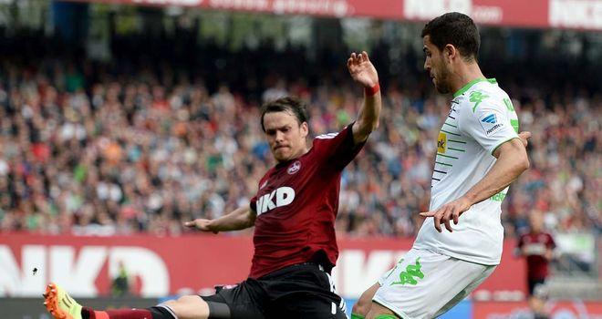 Markus Feulner challenges Alvaro Dominguez