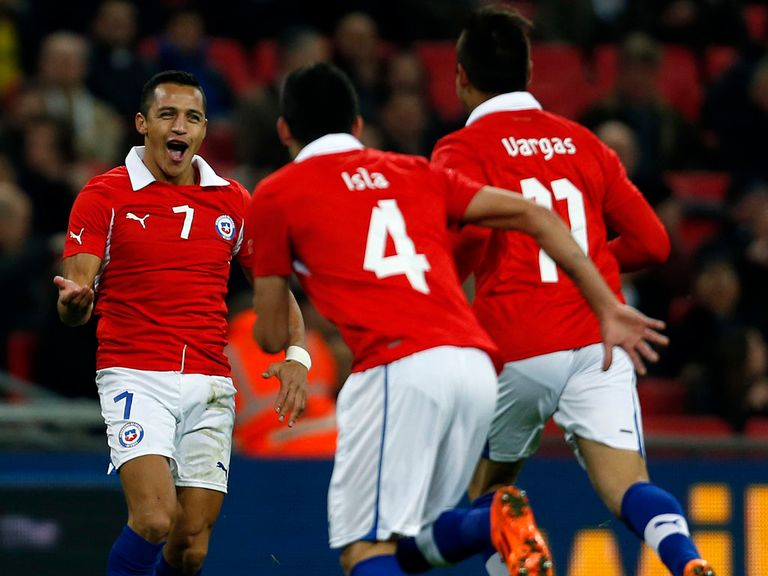 Alexis Sanchez (l): Part of a dangerous Chile attack