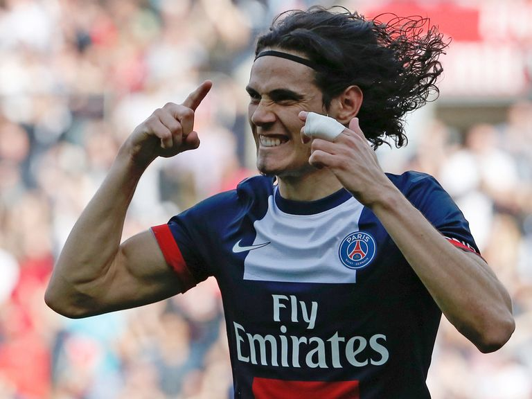 Edinson Cavani celebrates his goal for PSG