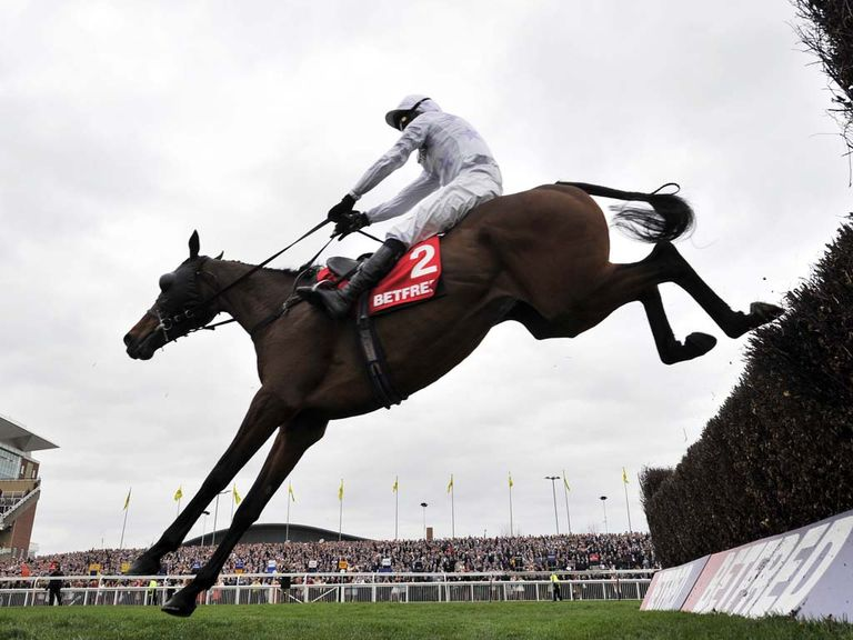 Holywell: 10-length winner at Aintree