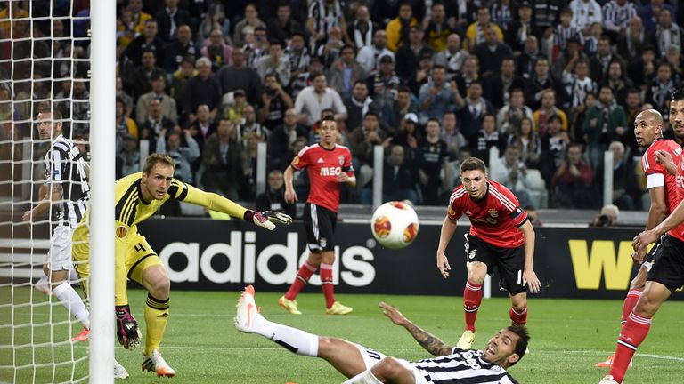 Carlos Tevez goes close to scoring for Juventus