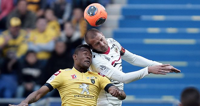 Nice's Dario Cvitanich (right) and Sochaux's Jordan Ayew jump