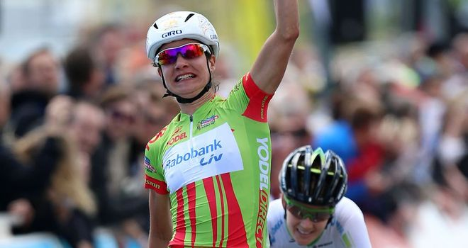 Marianne Vos edged out Emma Johansson in Clacton-on-Sea